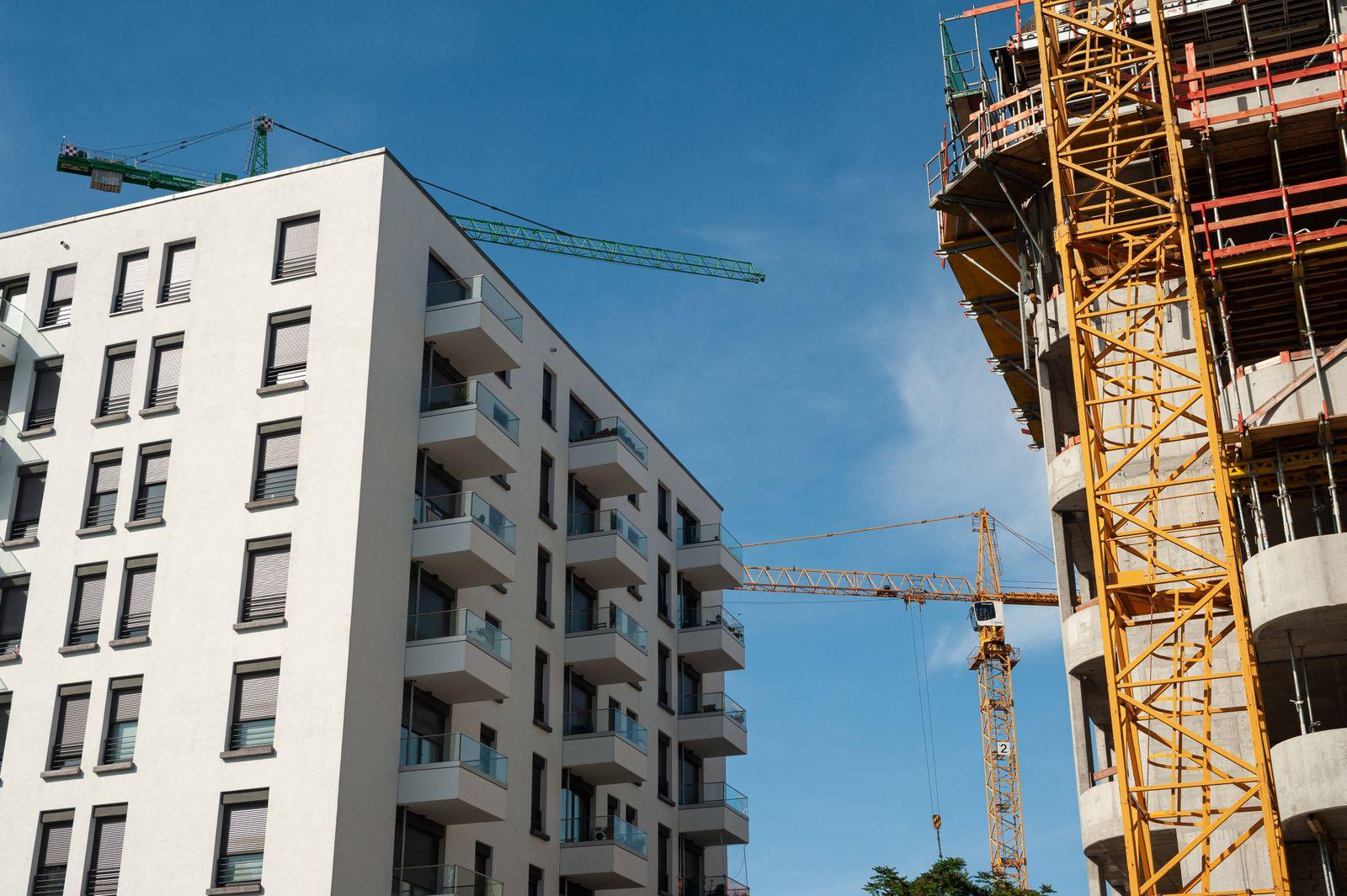 24.06.2019, Berlin, Deutschland, Europa - Wohnungsbau auf einer Baustelle am Rummelsburger Platz in Berlin-Friedrichshai