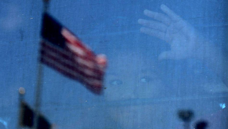 Geflüchtetes Kind in einem Bus der U.S. Border Patrol (Archivbild): Unbegleitete Minderjährige werden von der US-Regierung nicht zurückgeschickt