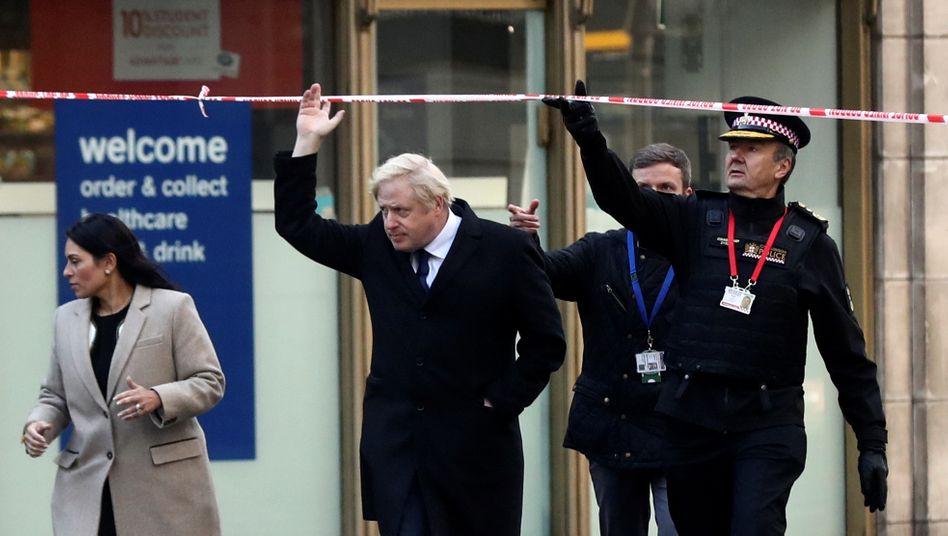 Am Tatort: Boris Johnson auf der London Bridge