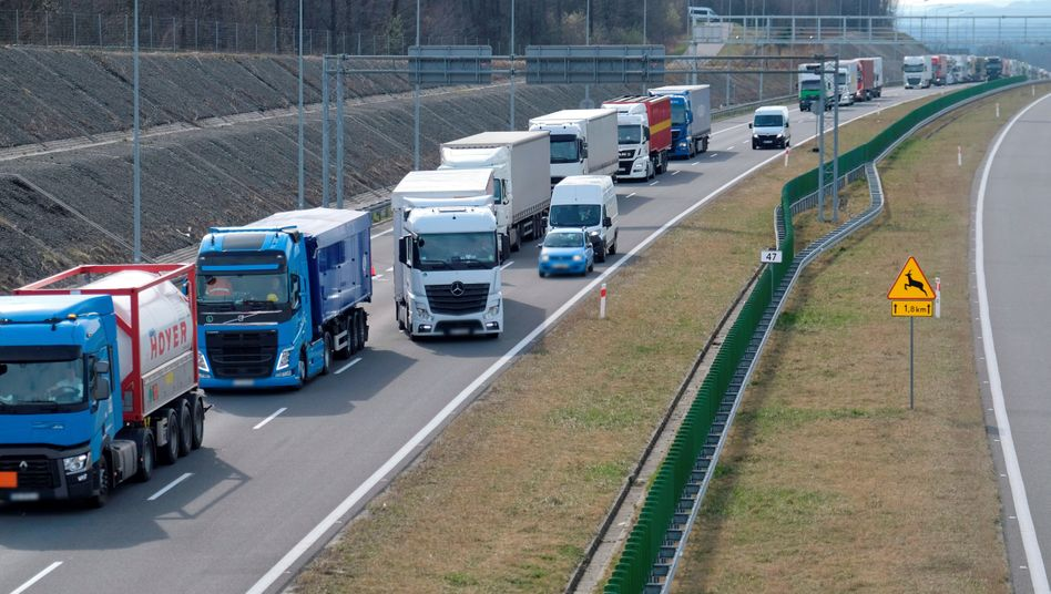 Lange Schlangen an polnisch-tschechischer Grenze: Mehrere EU-Länder haben bereits Grenzkontrollen eingeführt