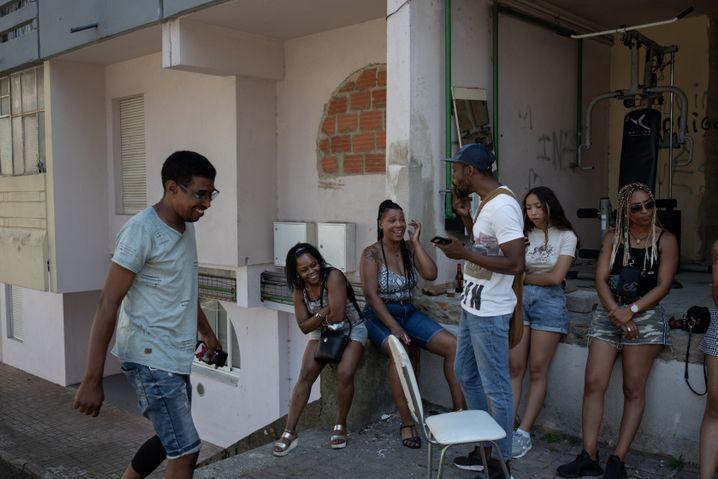 Das Hochhausviertel Zona J, aus dem Candé stammt: Familie und Freunde des Ermordeten treffen sich oft an den Wohnblocks, gleich nebenan befindet sich das derzeit geschlossene Theater Casa Conveniente