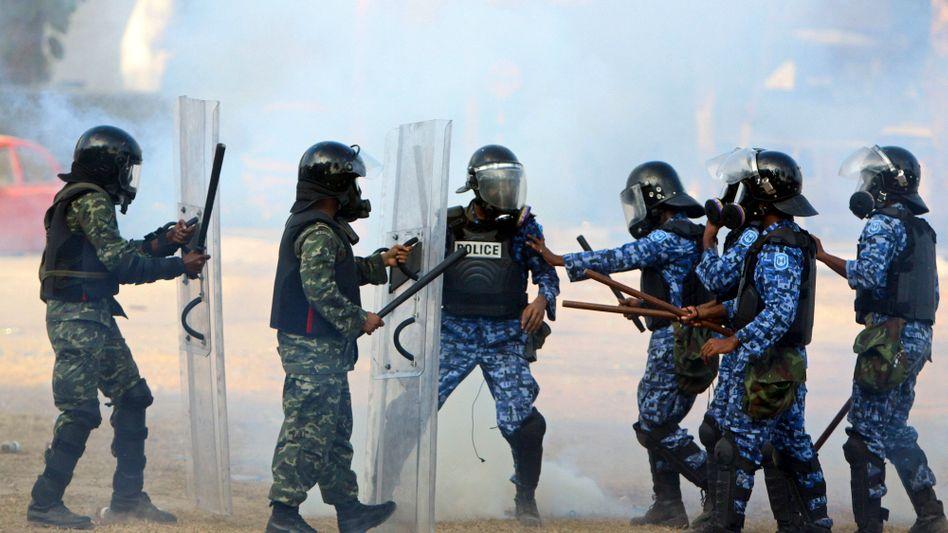 Urlaubsparadies: Polizei-Meuterei stürzt Präsidenten der Malediven