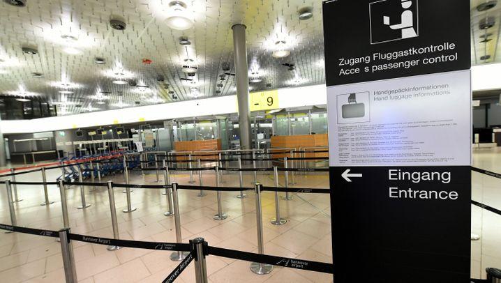 Flughafenfotos: Leere Abflughallen, geduldige Passagiere, Eltern mit Herz