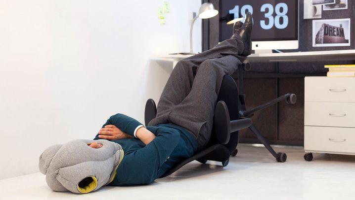 Büroschlaf: Wo sich Arbeitnehmer schlafen legen