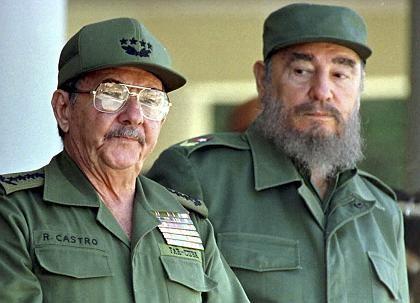 """Die Brüder Raul und Fidel Castro: """"Die Operation zwingt mich, mehrere Wochen zu ruhen"""""""
