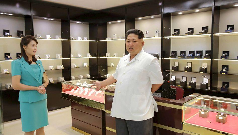 Kim und seine Frau am Flughafen in Pjöngjang: Eine halbe Stunde zurück
