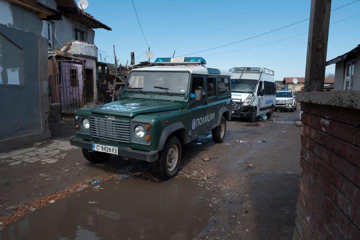 Polizisten kontrollieren die Einhaltung der Quarantäne in Sofia: »Die Roma sind leider ein beliebter Sündenbock«