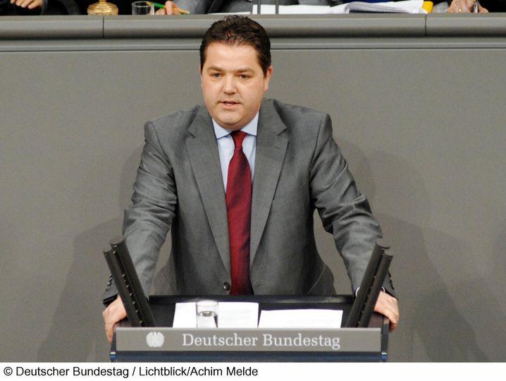 Ansgar Heveling, geboren 1972, ist erstmalig in den Bundestag eingezogen. Er ist Jurist. In seiner ersten Rede vor dem Parlament musste er das von der Großen Koalition beschlossene Netzsperrengesetz verteidigen