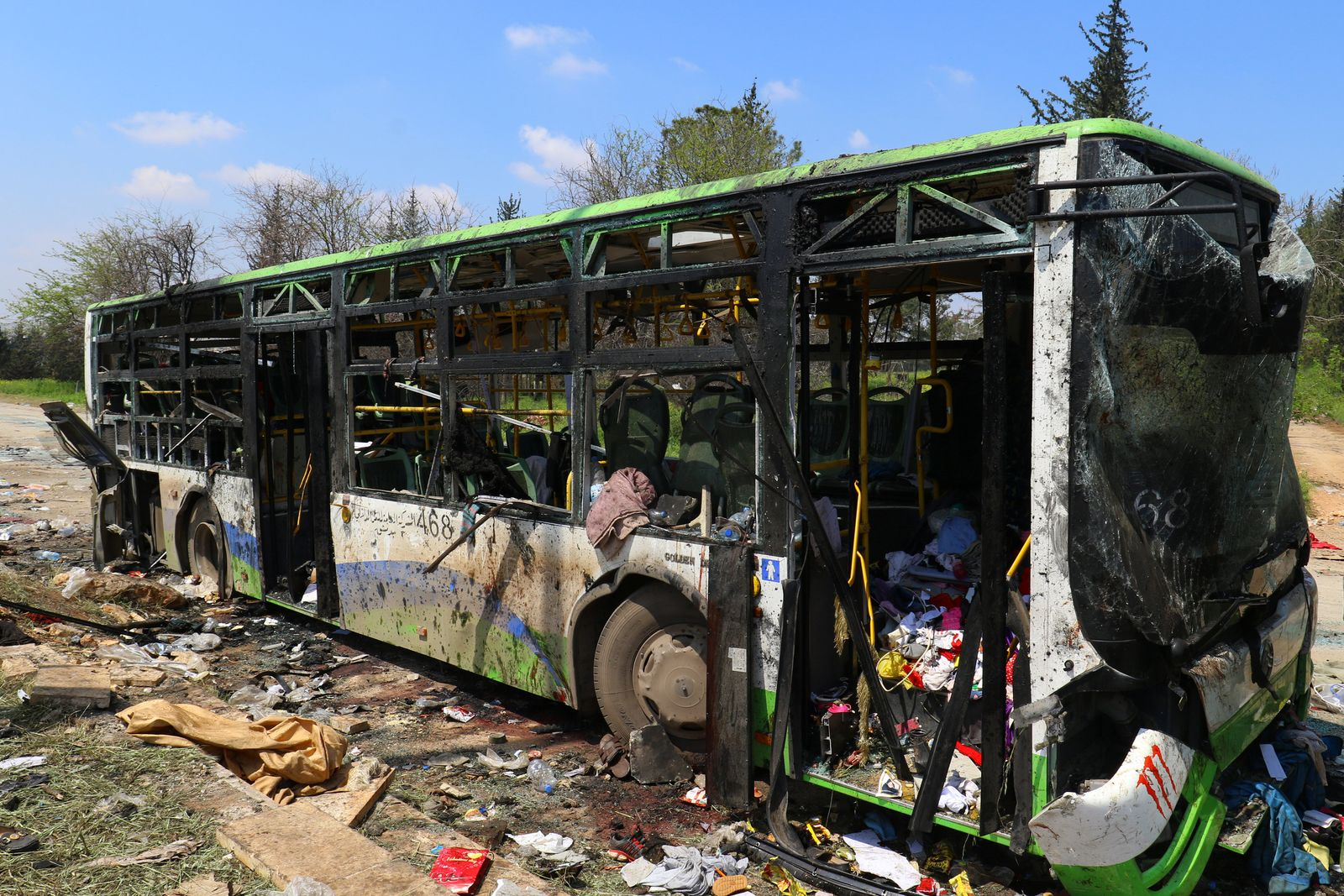 Zerstörter Bus in Raschidin
