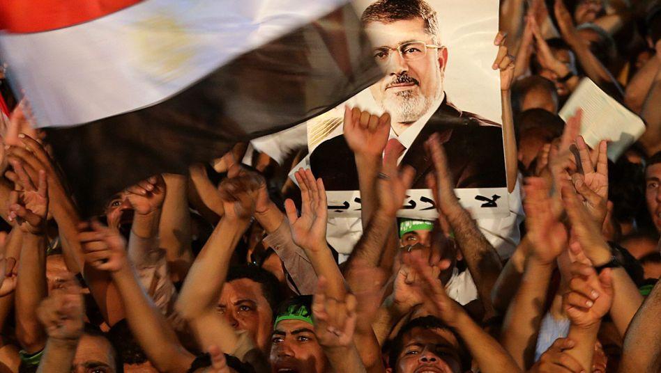 Muslimbrüder in Kairo (Archiv) widersetzen sich den Anordnungen der neuen Regierung