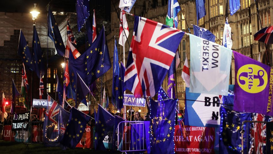 Anti-Brexit activists protest outside the British parliament in October.