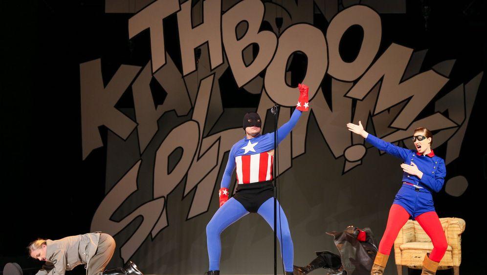 Theatercomic feiert Premiere: Crash! Boom! Bang!