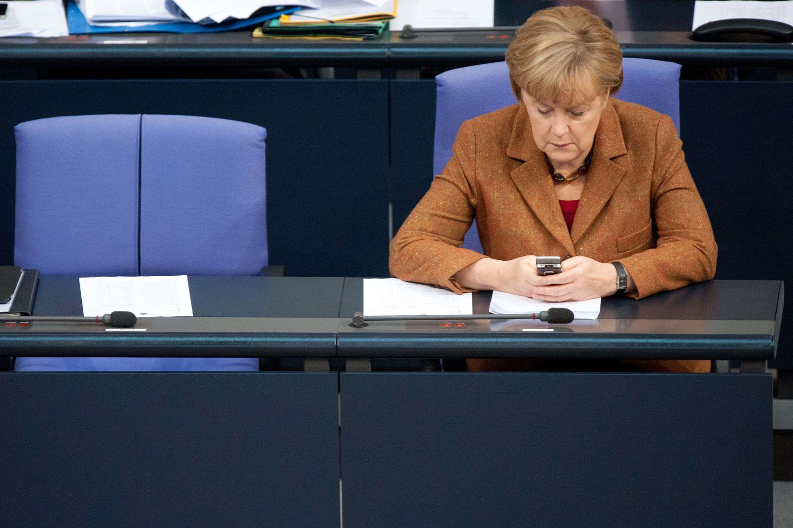 Kanzlerjob/ Merkel/ Telefon