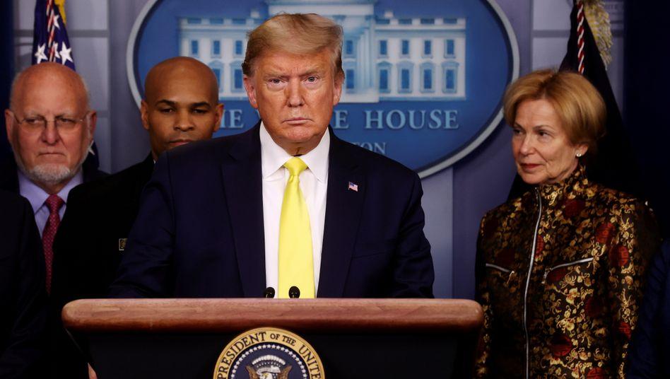 US-Präsident Donald Trump bei einem der ersten Corona-Briefings im Mai