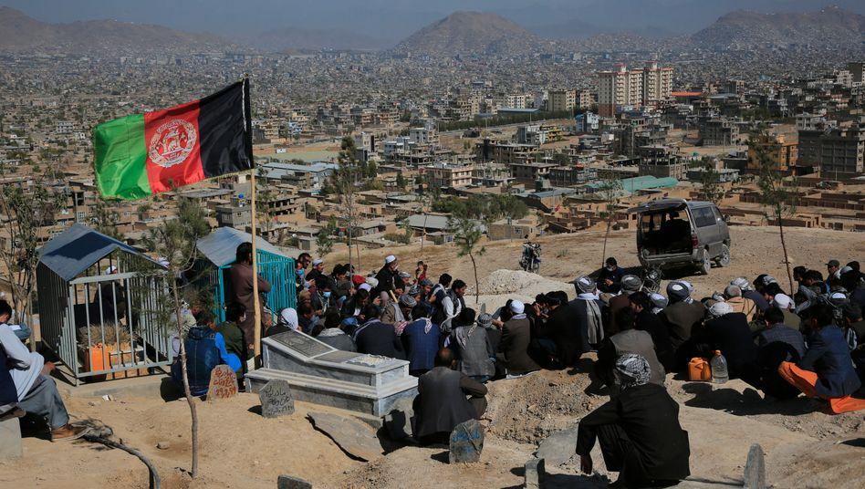 Beerdigung nach dem letzten Anschlag in Kabul am Sonntag