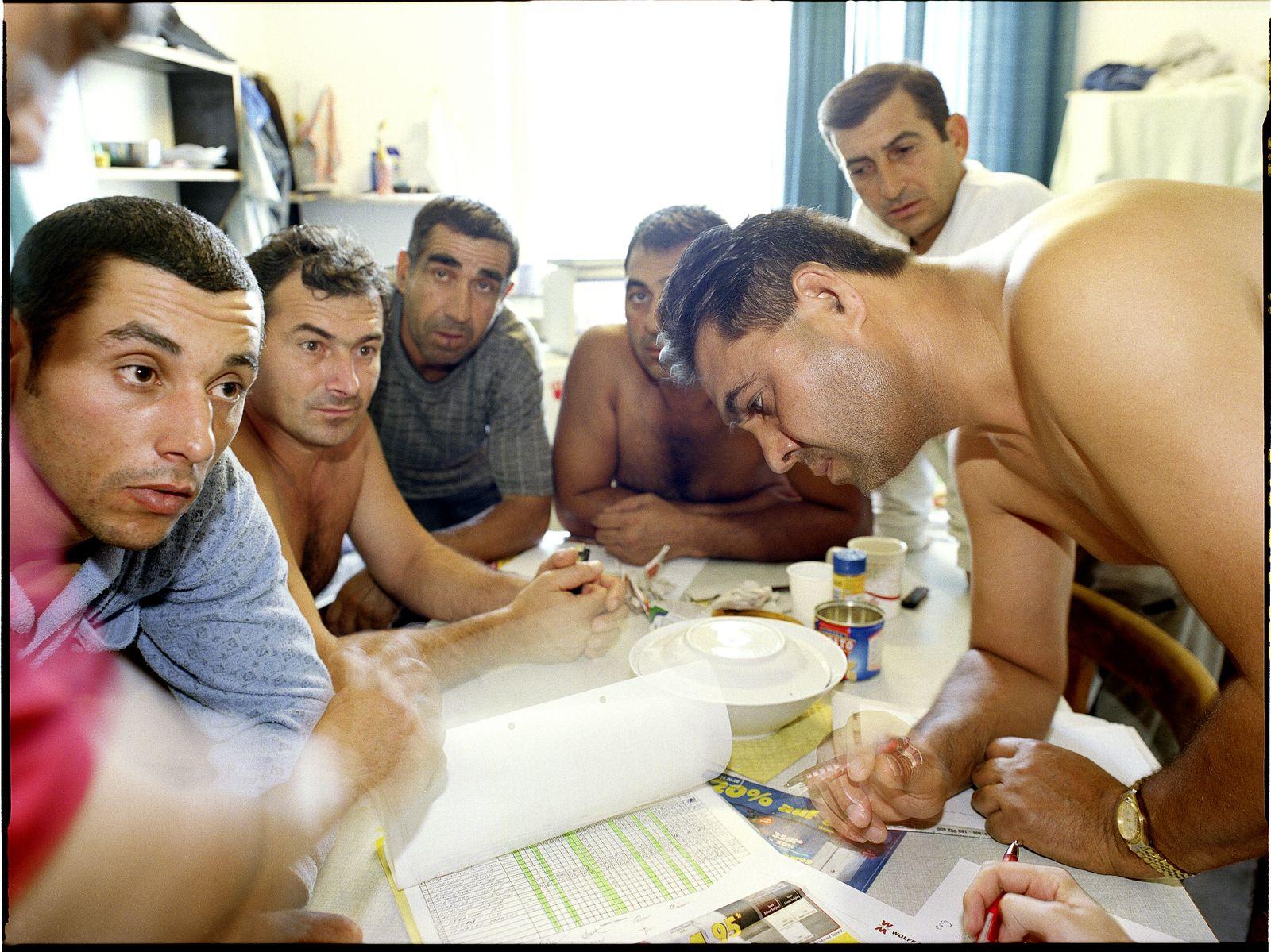 EINMALIGE VERWENDUNG Osteuropäische Arbeiter in Deutschland