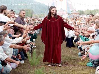 Vissarion, der selbst ernannte sibirische Christus, segnet seine Jünger