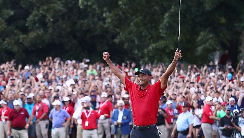 Tiger Woods jubelt in Atlanta
