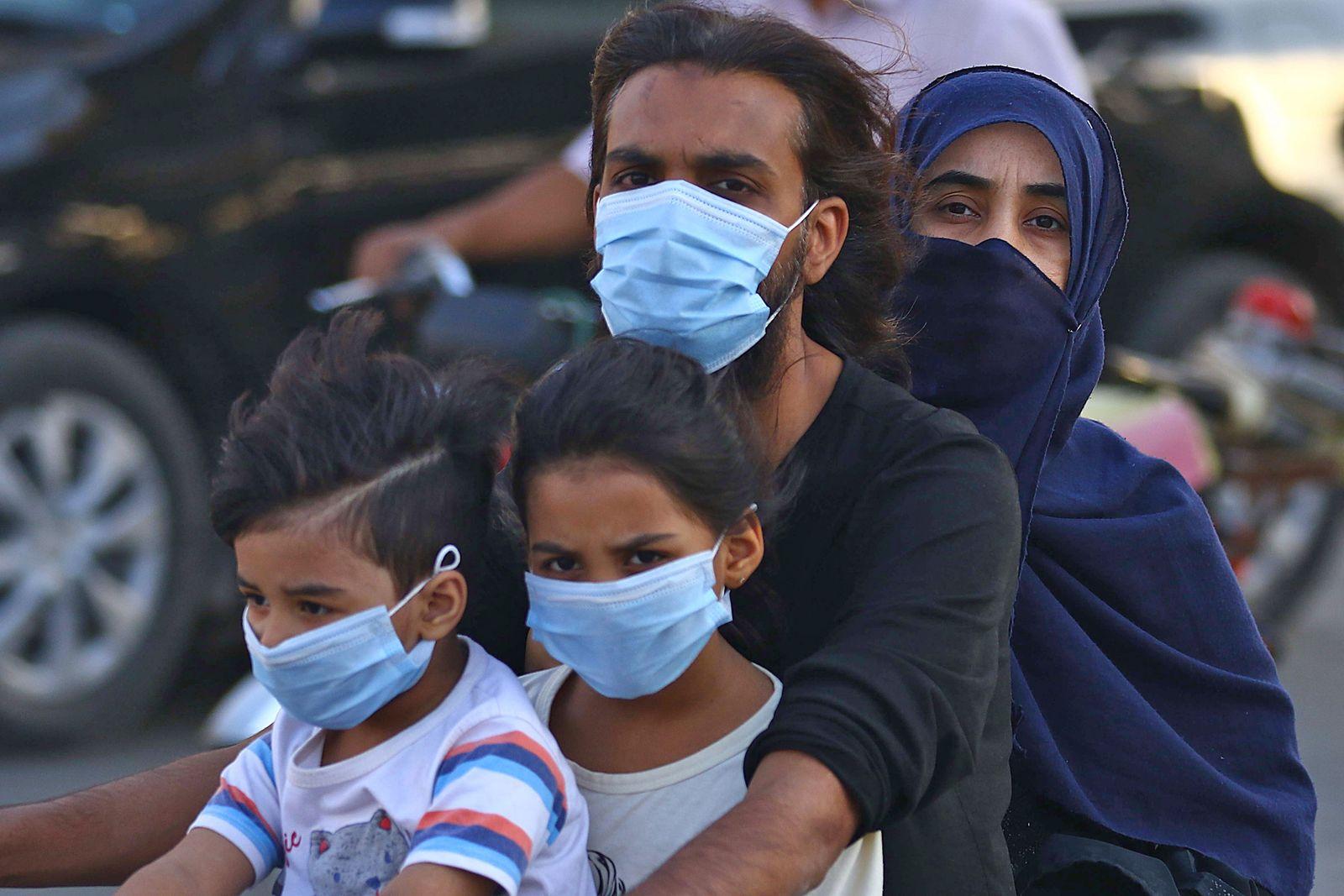 Coronavirus outbreak in Pakistan, Karachi - 13 Oct 2020