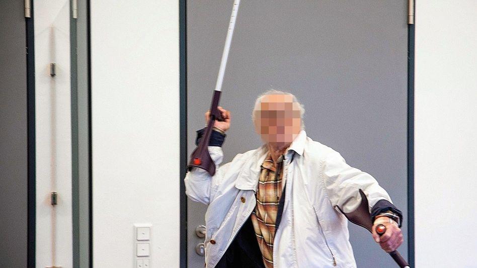 """Angeklagter R. in Kasseler Amtsgericht:""""Da muss auch mal zugegriffen werden"""""""