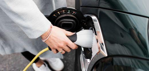 Elektroautos bauen Klimavorteil aus, Wasserstoff hat ein Problem