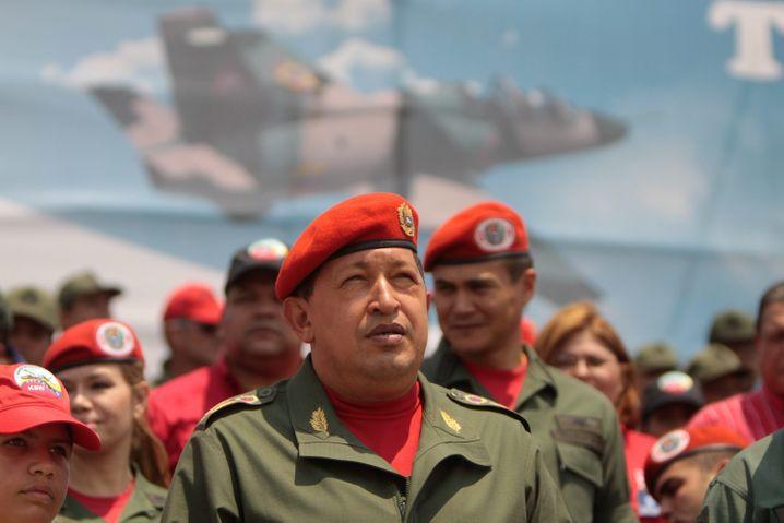 Venezuelas Präsident Hugo Chávez (im Jahr 2010 bei einer militärischen Zeremonie in Barquisimeto): Anschein einer demokratischen Fassade