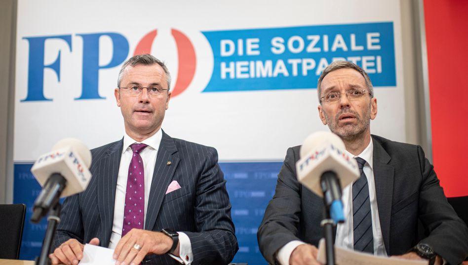 FPÖ-Chef Hofer (l.) und der entlassene Innenminister Kickl