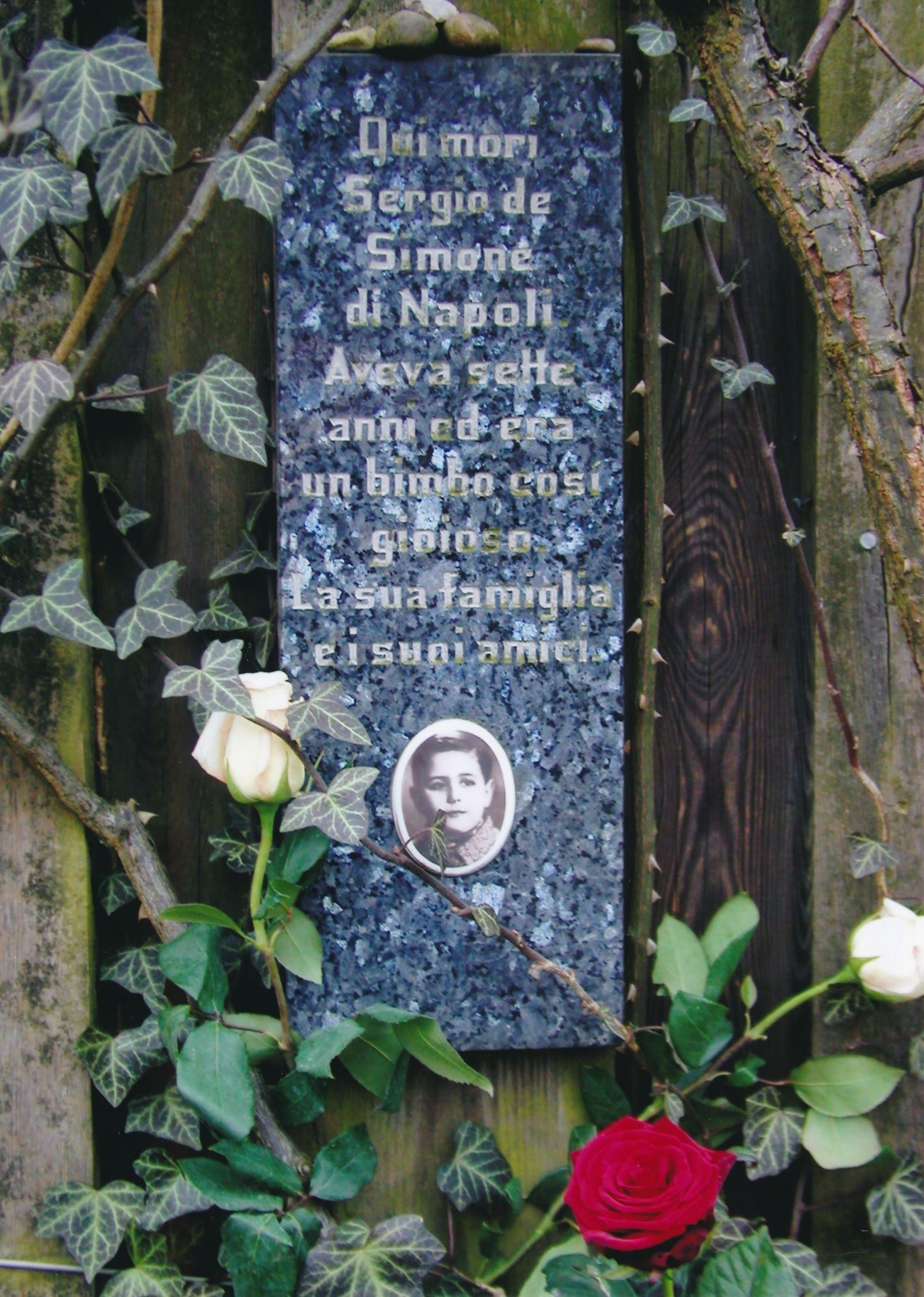 Gedenktafel im Rosengarten