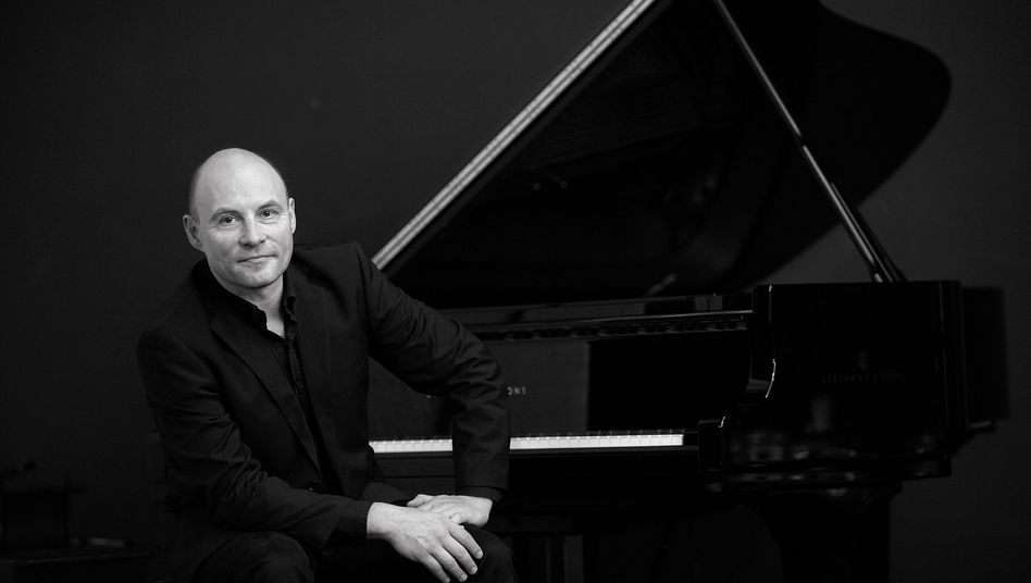 Pianist Mischa Schumann