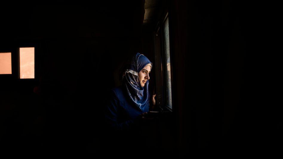 Ehefrau Karakouz in ihrer Wohnung im libanesischen Minija: Sie verlor fast alles, was ihr wichtig war