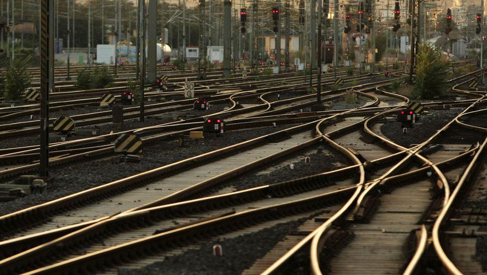 Drohende Zugausfälle: Bahn fehlt Stellwerk-Personal in ganz Deutschland