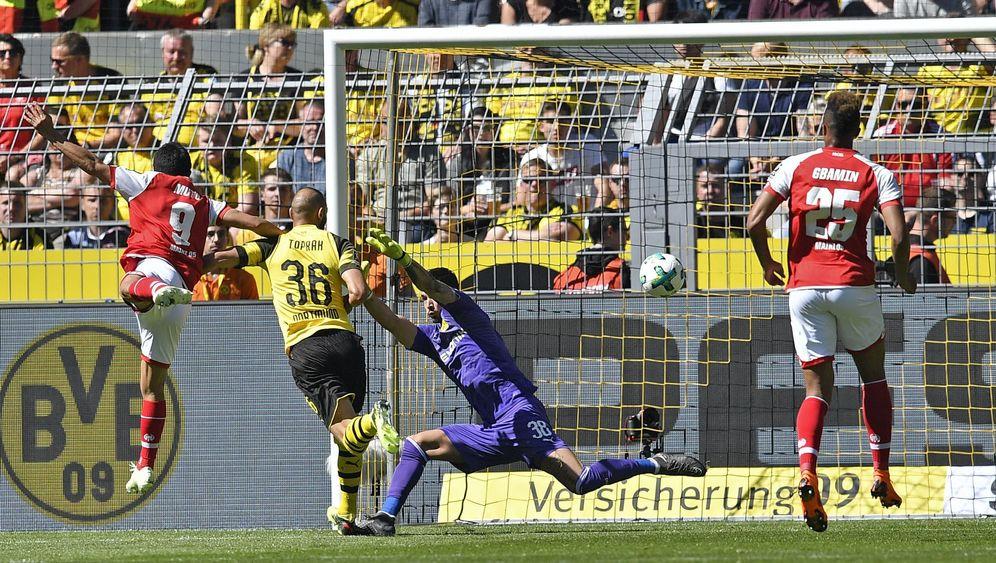 Abstiegskampf: Tore, Tore, Tore - nur nicht für den HSV