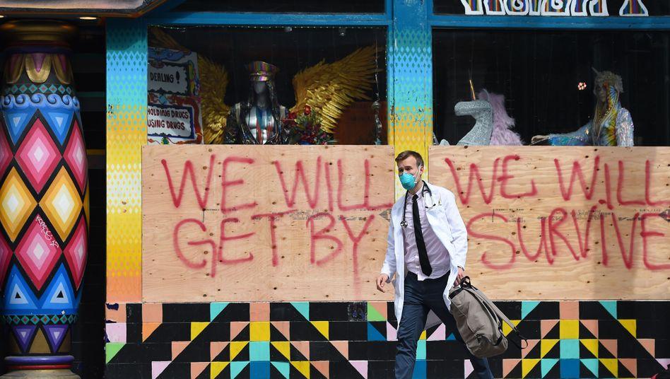 """""""Wir werden durchkommen. Wir werden überleben."""" - ein Schild in San Francisco, USA"""