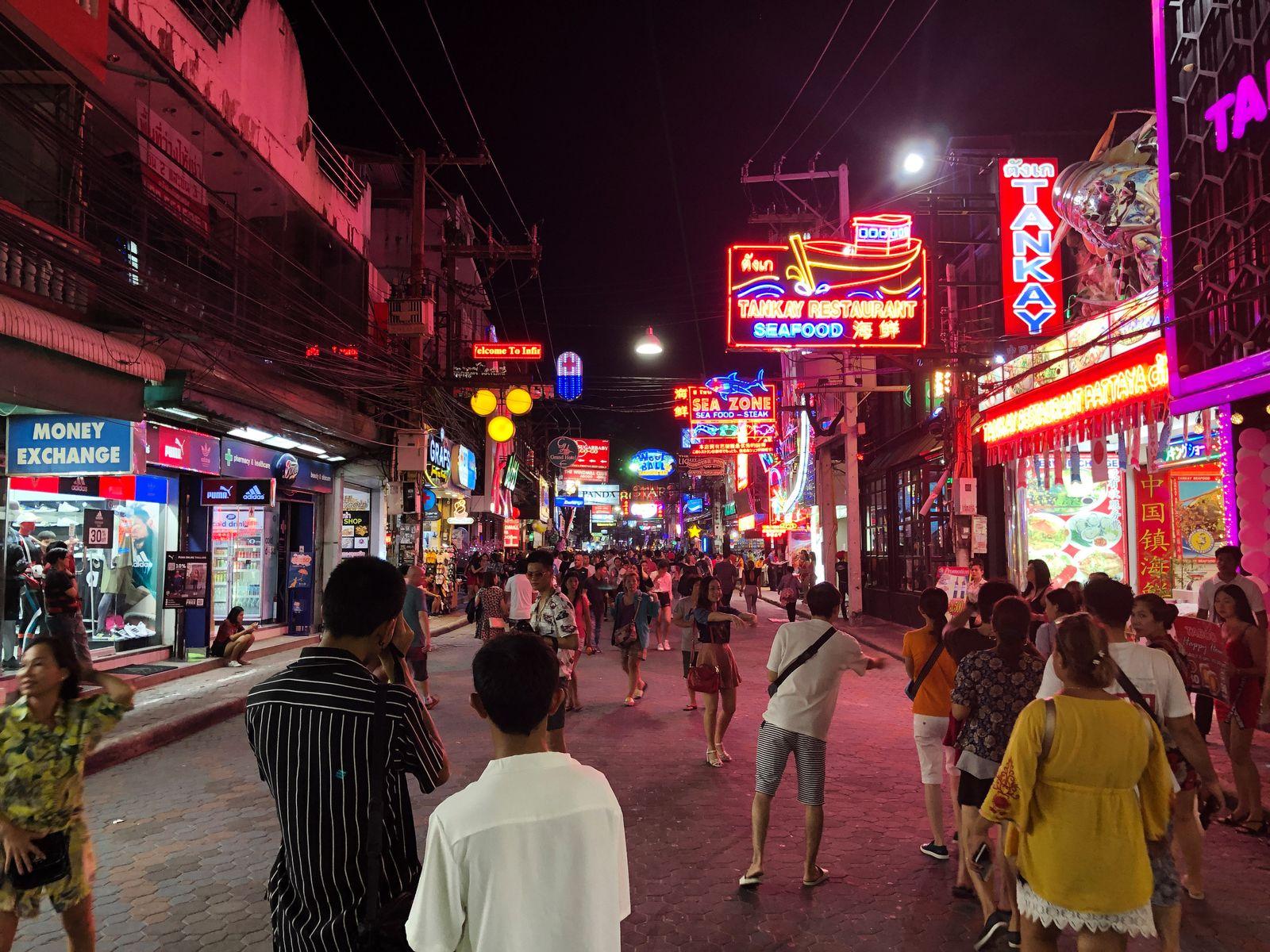 EINMALIGE VERWENDUNG Globale Gesellschaft/ Thailand/ Kathoey