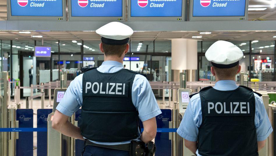 Bundespolizisten am Frankfurter Flughafen: Die Hoffnung, Geld in die Kasse des Bundes zu bekommen, hat sich zerschlagen