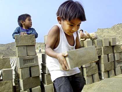 Kinderarbeit (in Peru): Horrorvision Ausbeutung prägt die Gesetze auch in Deutschland