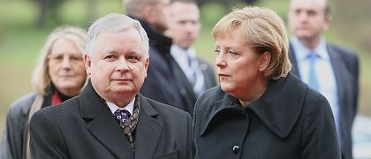 Showdown in Brussels: Polish President Lech Kaczynski and German Chancellor Angela Merkel are at odds over Berlin's proposed compromise on the stalled EU constitution.