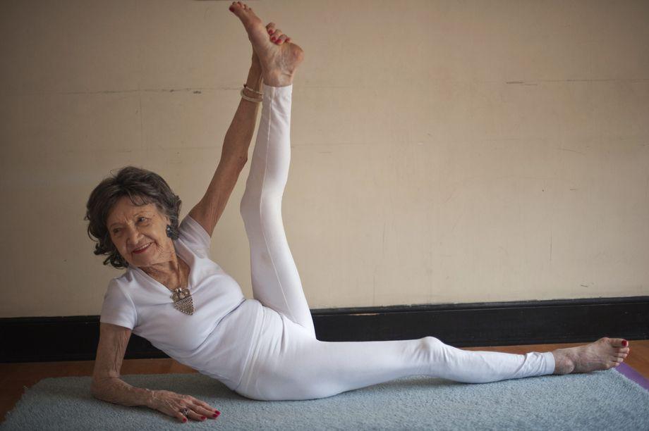 Tao Porchon Lynch Ist Mit 93 Die Alteste Yogalehrerin Der Welt Der Spiegel