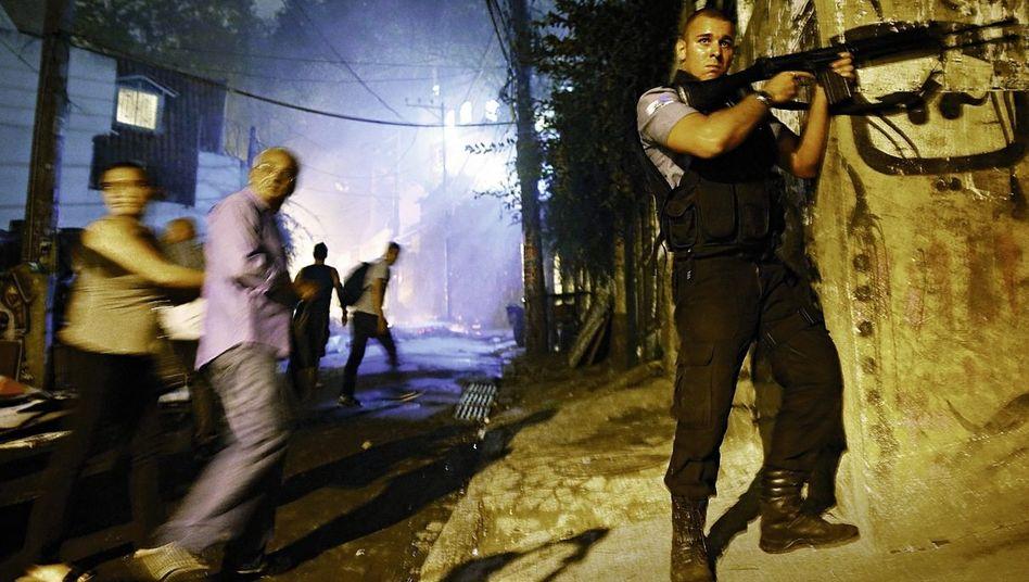 Militärpolizist bei Einsatz in Rio de Janeiro