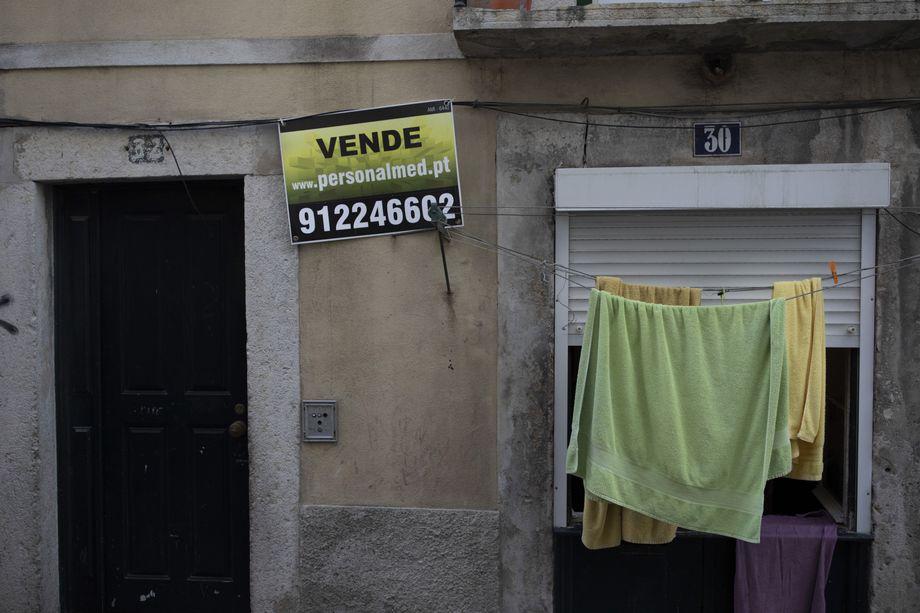 In der Lissaboner Altstadt, wie hier in der Alfama, stehen viele Wohnungen zum Verkauf und werden in Ferienapartments umgewandelt