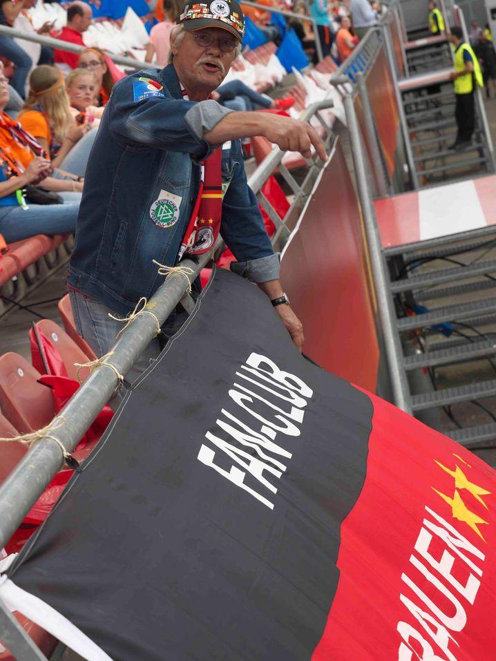"""""""Mittlerweile reise ich auch auswärts oft dem Team hinterher"""" - Rechenbach bei der EM 2017"""