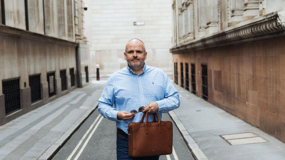 Fraser Perringin der Londoner City: Die Konzerne, bei denen er Bilanzskandale vermutet und gegen die er wettet, findet er meist zufällig - über Tipps von Ex-Mitarbeitern und Investoren.