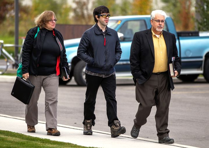 Mutter Leann, Matthew und Vater Paul DeHart auf dem Weg zur Anhörung in Toronto (im Oktober 2014).