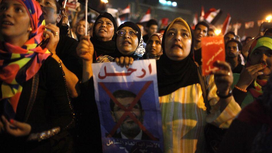 Demonstranten auf dem Tahrir-Platz in Kairo: Opposition fordert Neuwahlen