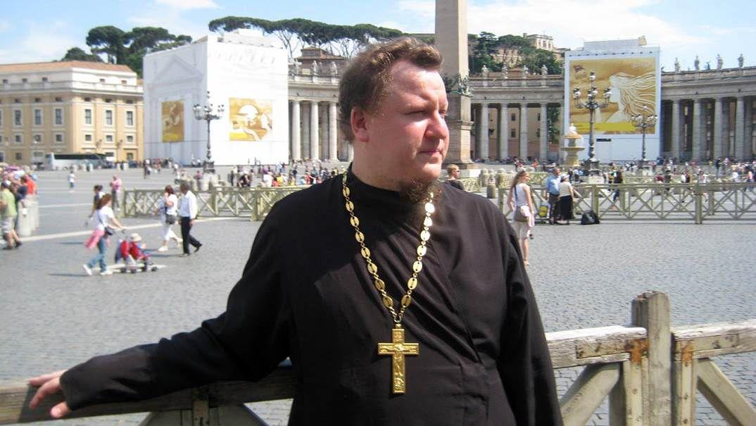 EINMALIGE VERWENDUNG Artjom Wetschelkowski / Schwuler Priester