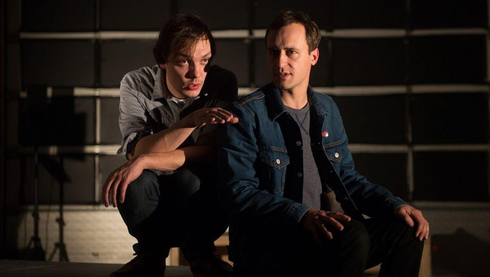 """Theaterfestival """"Radikal jung"""": Im Echoraum der Ideologie"""