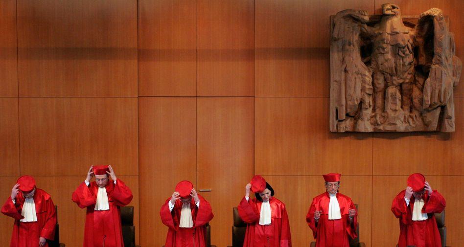 Verhandlungssaal des Verfassungsgerichts: Anhörung über Eilanträge am Dienstag