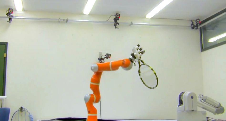 Roboterarm mit Tennisschläger: Reaktionszeit unter fünf Hundertstelsekunden