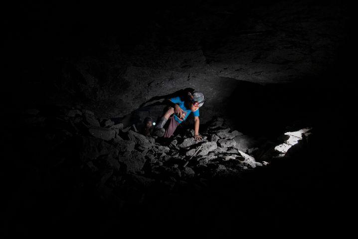 Ein 11-jähriger Junge arbeitet in einer Mine in Mexiko