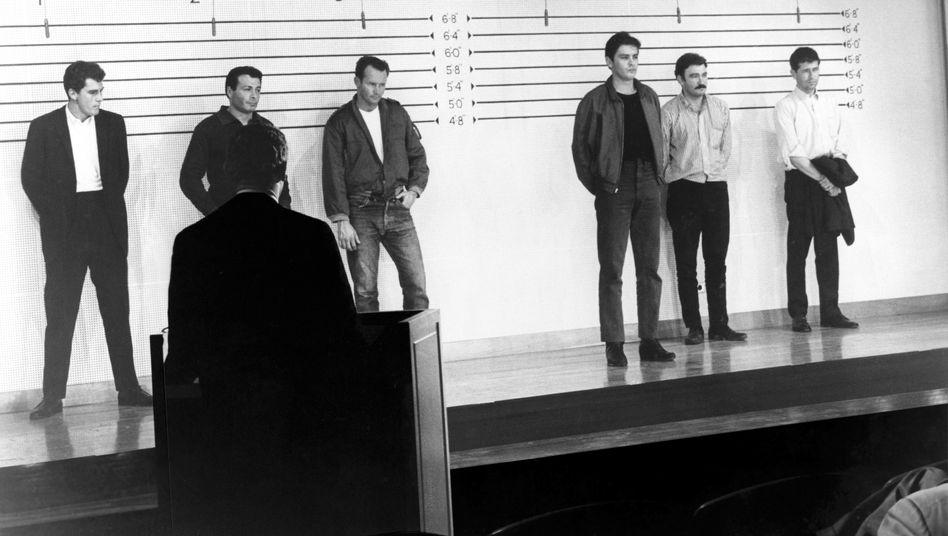 """Gegenüberstellung (Szene aus """"Millionenraub in San Francisco""""): Ist der Täter überhaupt dabei?"""